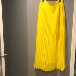 Dresses & Skirts - Yellow Maxi Skirt. Large. MC. Princess
